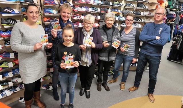 Winnaars Sinterklaasactie Roozegaarde ontvangen hun prijs