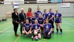 Stratenvolleybaltam De Quakers met hun sponsoren. Foto: PR