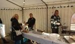 Ook dit jaar staat er tent bij het Kulturhus waar de oliebollen worden gebakken en verkocht. Foto± Frank Vinkenvleugel