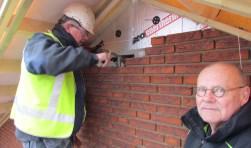 Nestkasten worden geïntegreerd, rechts Geert Heetebrij. Foto Rob Stevens