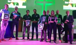 : In de Grote Kerk werd de tweejaarlijkse prijs Needien uitgereikt. Op de foto de winnaars van de bronzen en zilveren Needien. Foto: Susanne ten Have