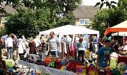 De rommelmarkt op de Vriezenkamp wordt altijd goed bezocht. Foto: PR