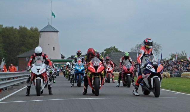 Jochem van den Hoek derde in de IRRC en eerste in de BeNeCup Superbikes. Foto: Henk Teerink  © Achterhoek Nieuws b.v.
