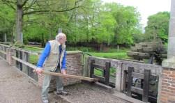 Geert Hebels stelt de molen in werking. Foto Rob Stevens
