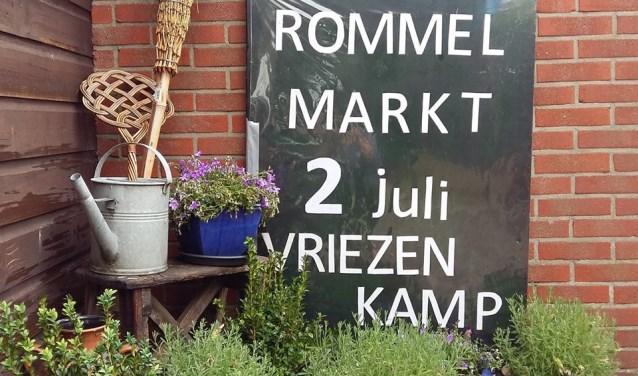 De bekende zwarte borden staan er weer om de markt aan te kondigen.Foto: PR