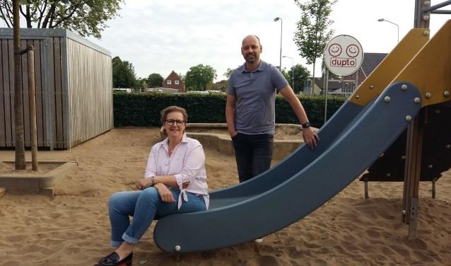 Natalie Kempka en Wilko te Grotenhuis bij obs De Wegwijzer, nu ondergebracht in Duplo. Foto: Waltraud Wensink