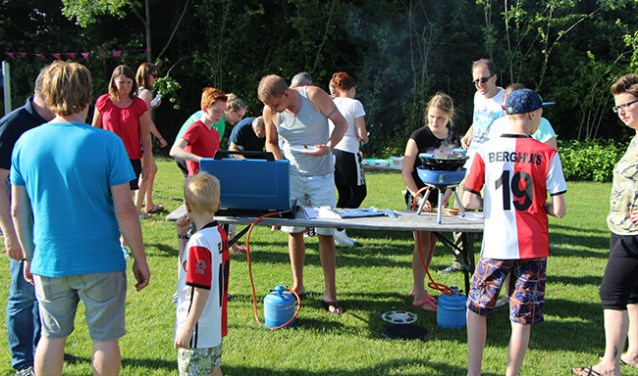 De deelnemers aan de Kampeer Academy werden onder andere ingewijd in de geheimen van kopen op Camping Gaz.  Foto: PR