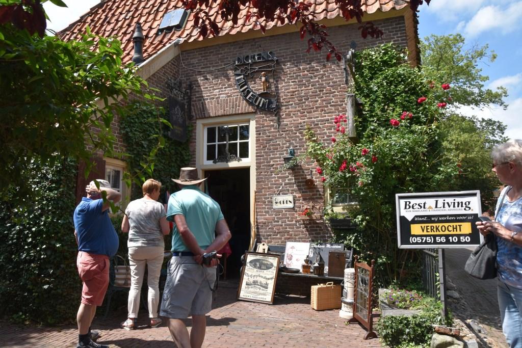 Restaurant Dickens Huizen : Pand verkocht dickens museum nog paar maanden open contact