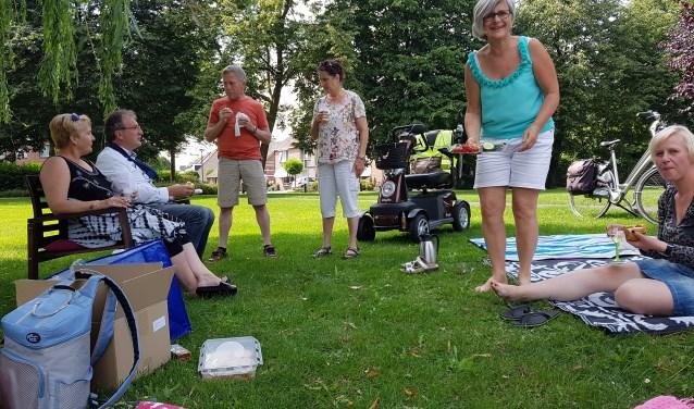 De picknick aan de Wagenmaker in Groenlo. Foto: Kyra Broshuis