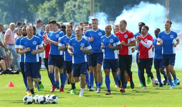 Sfeervolle eerste meters van de Graafschap-selectie van het nieuwe seizoen, in Westendorp. Foto: Joop Kappert