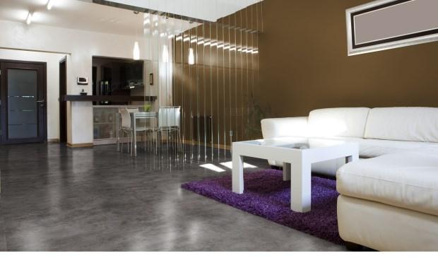 Ook grootformaat tegels zoals deze mFlor Fonteyn 90x90 cm tegel in betonlook zijn te zien in de showroom. Foto: PR