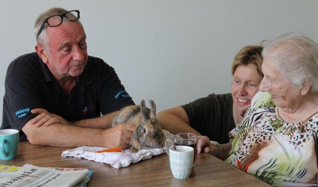 Ouderen leven op door contact met een dier. Foto: Kristel te Bokkel