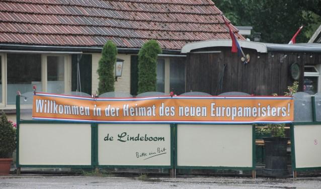 Het spandoek bij De Lindeboom. Foto: Lydia ter Welle