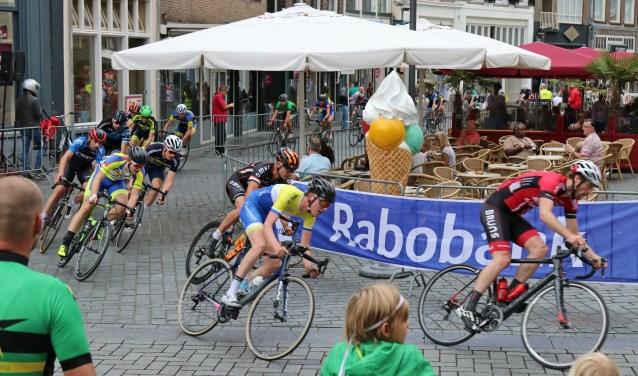 Mooie doorkomst tijdens Wielerronde Zutphen. Foto: Achterhoekfoto.nl/Marja Sangers-Bijl