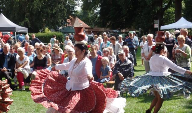 Het enthousiasme bij het talrijke publiek was groot tijdens de optredens van de .Paraguayaanse  groep. Foto: Jan Hendriksen.