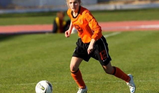 Maxime Bennink in actie in Jong Oranje. Foto: Wiljo van Nuland