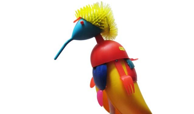 Kunstwerk 'Vogel' gemaakt van plastic afvalmateriaal. Foto: PR
