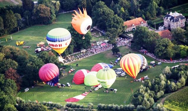 Höfteballooning bij kasteel Warmelo levert een mooi schouwspel en veel vermaak op. Foto: PR