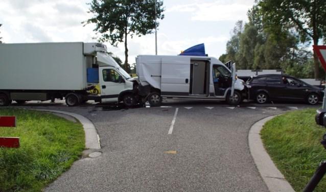 Bij de aanrijding raakten vier auto's beschadigd. Foto: News United / 112 Achterhoek-nieuws