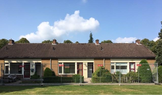 Te renoveren woningen, bouwhekken zijn geplaatst. Foto: PR