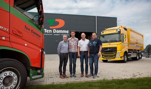 De directie van beide bedrijven bij het bedrijfspand van Ten Damme op de Laarberg. Foto: PR