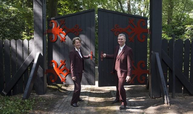 Sonja en Gert Brinkhorst openen de deuren van landgoed Het Aamschot, waar Crematorium Hart van Berkelland is gevestigd. Foto: Gerard Mühlradt Fotografie