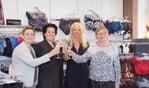 Kitty, Tamara, Suzan en Willy toosten op het jubileum van Lingerlo. Foto: Frank Vinkenvleugel
