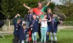 Het winnende team van de  SCCSSCHL school uit de Zelhemse buurtschap Wolfersveen    onder leiding van begeleider Stefan Groot Nuelend. Foto: PR