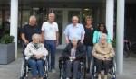 De Vrienden van J.W. Andriessen schonken rolstoelen zodat men er op uit kan. Foto: PR