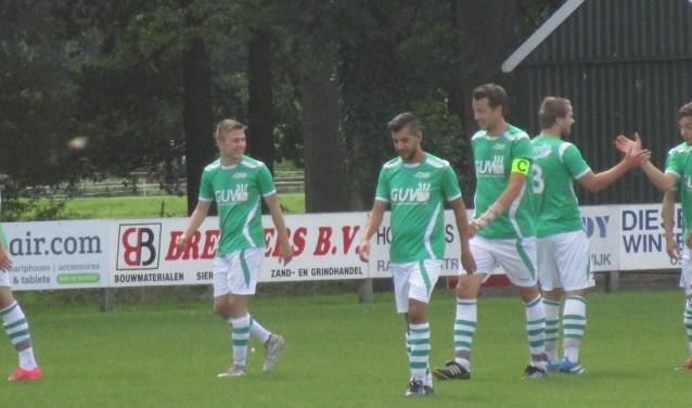 Spelers AD blij met doelpunt van Tom Elferink. Foto: PR