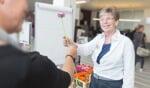 Bezoekers en patiënten krijgen overdag bij het weggaan een kleinigheidje aangeboden. Foto: PR