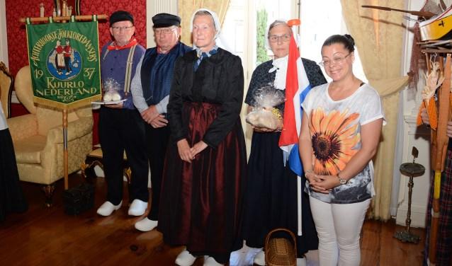 Een delegatie van de Achterhookse Folkloredansers bij de officiële ontvangst van de groep bij de burgemeester van Funchal, Madeira. Foto: PR