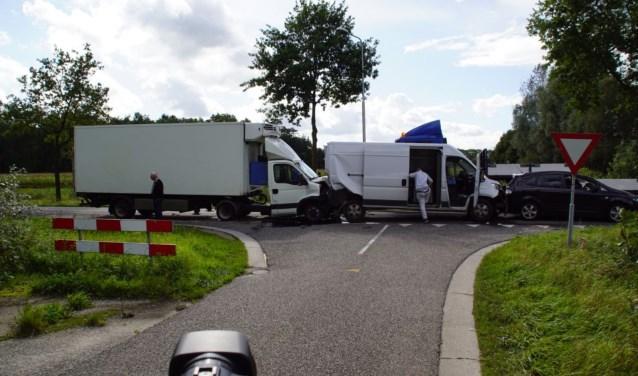 Vier voertuigen knalden op elkaar bij Heelweg.  Foto: NewsUnited