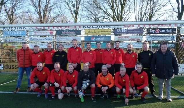 Het voormalige eerste elftal van VV Ruurlo uit het seizoen 1997-1998. Foto: Jan Hendriksen.
