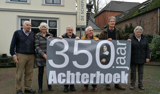 De initiatiefgroep met het logo van 350 jaar Achterhoek. Foto: Rob Weeber