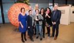 Winnaars DoeMEE Award 2017 met wethouder Patricia Withagen (gemeente Zutphen) en wethouder Bert Groot Wesseldijk (gemeente Lochem). Foto: PR
