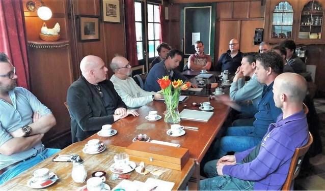 CDA Bronckhorsts om tafel met organisatoren van tentfeesten. Foto: PR