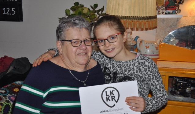 De 9-jarige Dena wenste voor haar oma een warme chocomel, omdat ze er altijd voor haar is.Foto: PR