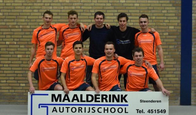 Het winnende team van de A-poule, Autobedrijf Maalderink. Foto: PR