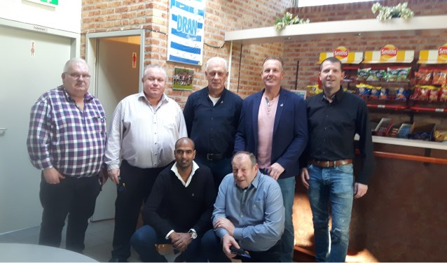 De jubilarissen bij VVL, met geheel rechts voorzitter Alex Knippers. Foto: PR