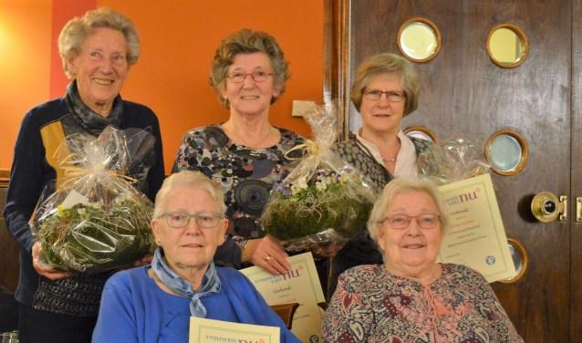 V.l.n.r. (staand) Gonda van Hof, Gerda Herberts en Hansje van Beek en (zittend) Joke Masselink en Frieda Wiltink. Foto: PR