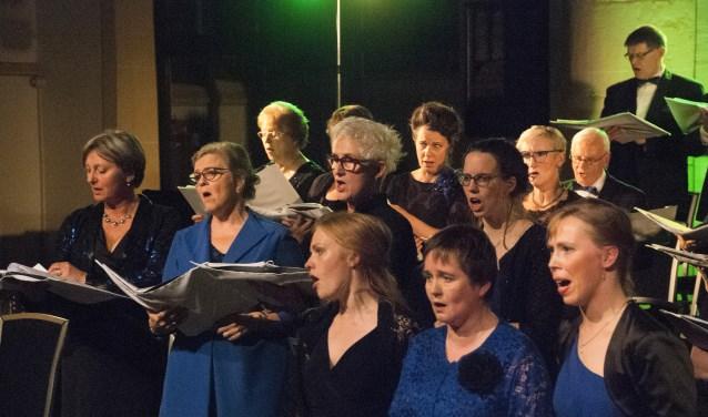 Rachel (midden voor) en Sacha (rechts achter haar) tijdens Viva l'Opera in Groenlo. Foto Ans ter Horst