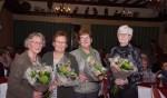 Lineke Prinsen-van Geel (50 jaar lid), Diny Hengeveld-Lammers (45 jaar lid), Alie Kemink-Rougoor (25 jaar lid), Annie Seesink-Kummeling (40 jaar lid). Foto: Frank Vinkenvleugel