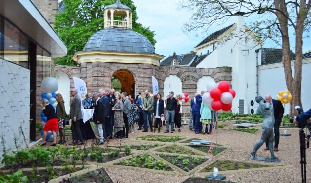 Bezoekers kwamen tijdens de opening via de schelpenkoepel binnen. Foto: Alize Hillebrink