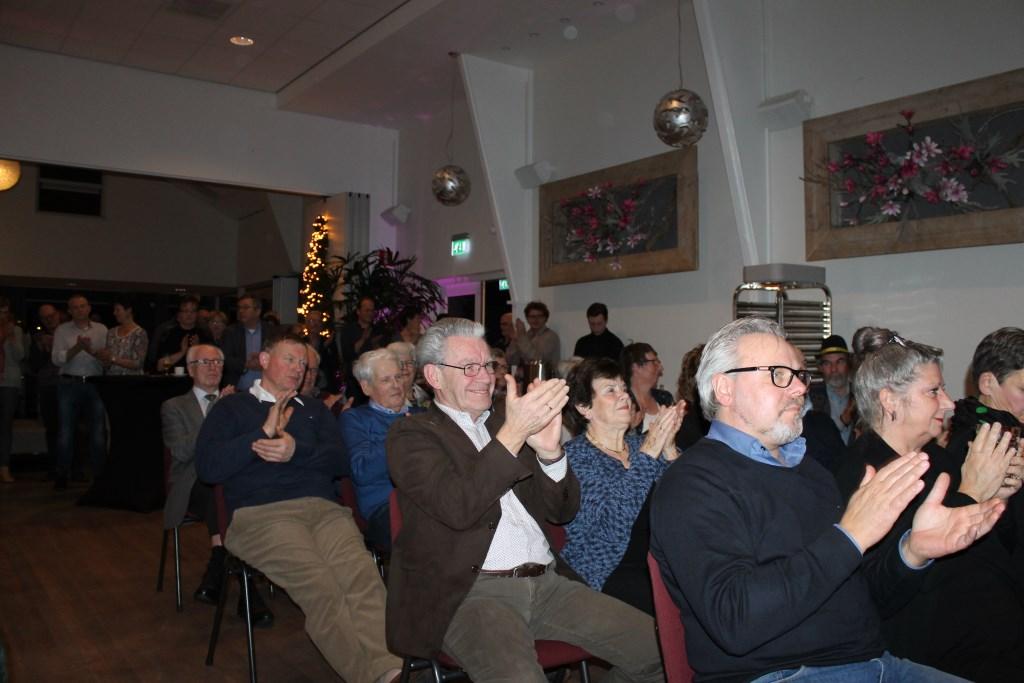 Applaus voor de woorden van wethouder Ted Kok.  Foto: Leo van der Linde  © Achterhoek Nieuws b.v.