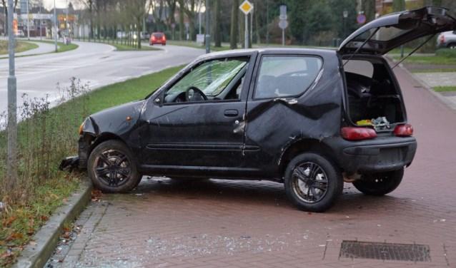 De auto op de Oversluis na het ongeval. Foto: News United/112 Achterhoek-Nieuws