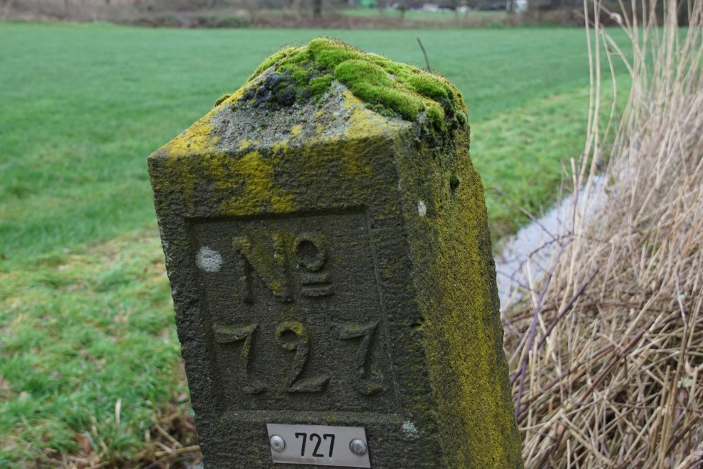 Een van de grensstenen. Foto: Frank Vinkenvleugel  © Achterhoek Nieuws b.v.