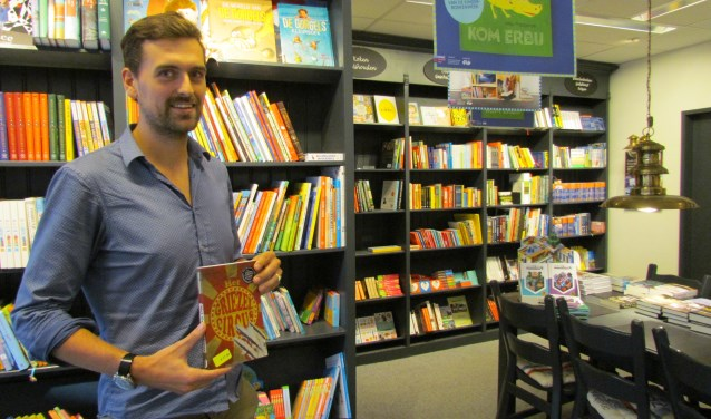 Bob Jan ten Cate met zijn boek 'Het Griezelcircus'.  Foto: Rob Stevens