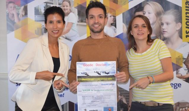 Organiserende docenten Kayleigh Gerritsen (l), Roberto Alvarez en Tamara Baakman hopen op grote opbrengst. Foto: Tonnie Kok