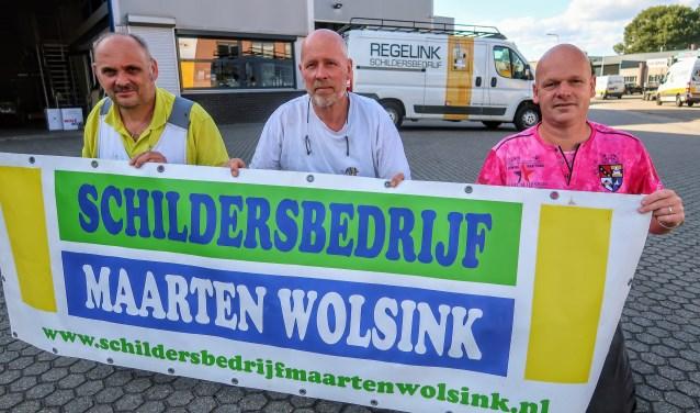 Het schildersbedrijf van Maarten Wolsink (rechts) is opgegaan in het bedrijf van Herbert Regelink (links) en Wim Denkers (midden). Foto: Luuk Stam